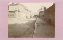 BAYEUX (calvados) - Rue Du Docteur Michel. (photo En 1908, Format 10,4cm X 7,8cm Environ) - Lieux