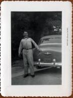 Photo Originale USA - Portrait D'un Propriétaire & De Sa Oldsmobile 88 2 De Dos En Juin 1951 - Photo : Studer S.A.TEX - Automobiles