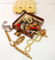 Lots De Bijoux Anciens Dans Une Boite - Autres