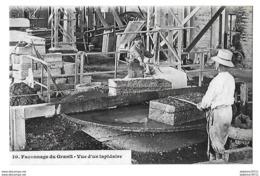Saint Etienne En Coglés    Faconnage Du Granit Vue D Un Lapidaire - Frankreich