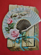 Grand DECOUPI  CHROMO.  Vers 1900. Gaufré.  12,5  X  11  Cm. Boite En Bois. Eventail. Roses. Paysage Encadré - Découpis