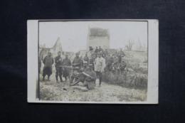 """MILITARIA - Carte Photo - A 500 Mètres Des """"Boches"""" Soldats Avec Mitrailleuse Dans Une Ferme De L 'Oise - L 48077 - Guerre 1914-18"""