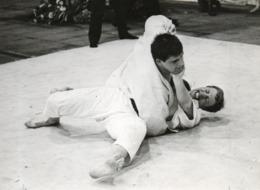 _   UIT ALBUM  VAN MON  CLEEMPUT  OUD VOETBAL SPELER   VAN BEERSCHOT  (  Als  Judo )    _ 18 OP  13   CM - Ohne Zuordnung