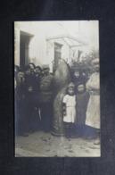MILITARIA - Carte Postale Photo - Obus De 420 Avec Personnages Autour - L 48102 - Guerre 1914-18