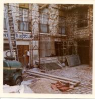 VERSAILLES 1984- Cour 9 Rue Des 2 Portes Rénovation Des Immeubles -4 Photos 10 X 10 Cm Dont Une 8,5x8,5 Cm - Lugares