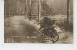 """GUERRE 1914-18 - Motocycliste Surpris Par Les Uhlans - D'après The """" Sphere """" - Guerre 1914-18"""