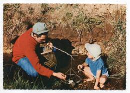 Pêche -- Pêcheur  De Père En Fils  (écrevisses )..... à Saisir - Fishing