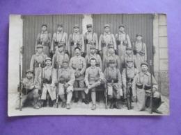 CPA PHOTO MILITAIRES POILUS  N° COL 13 FUSILS - Guerre 1914-18