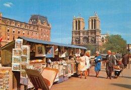 PIE-Z To-19-2564 : LES BOITES DES BOUQUINISTES SUR LES QUAIS PRES NOTRE DAME DE PARIS - France