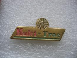 Pin's Embleme Des Moteurs Steyr. Multi-Trac - Pin's