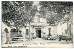 SAINTE CECILE ( Les Vignes ) Hôtel De Ville (pas Courante) Fontaine Coiffeur Boeuf Et Femme Assise Sur Banc - France