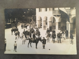 MILITARIA CP PHOTOS CHASSEURS ALPIN A SITUER SUR PLACE CAFE RESTAURANT DE LA REGENCE - Regiments