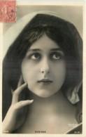 ARTISTE -  ROBINNE  -  FEMME - FRAU - LADY -  Jolie Fantaisie - PORTRAIT - Artistes