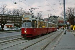 Vienne (Autriche) Tramway De Vienne - Ligne 38.  13 Décembre 2007, Rame N°4020  (Type E2) En Provenance De Schattentor - Tramways