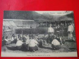 LAOS FEMME THAI NEUA DEGUSTANT LE VIN DE RIZ - Laos
