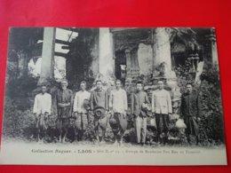 LAOS GROUPE DE MANDARINS POU EUN AU TRANNINH - Laos