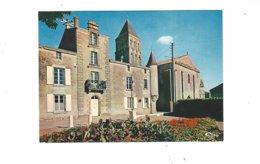 SAINT HILAIRE DES LOGES  L HOTEL DE VILLE ET L EGLISE ROMANE   *** A  SAISIR  ***** - Saint Hilaire Des Loges
