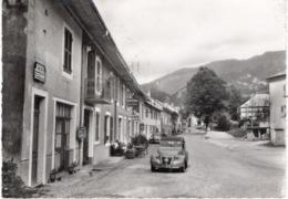 01- CHEZERY - LA GRANDE RUE- VOITURE CITROËN 2CV GROS PLAN - Autres Communes