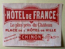 9238 -   Etiquette Hôtel De France Le Plus Près Du Château Place De L'Hôtel De Ville Chinon - Vieux Papiers