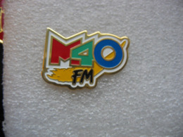 Pin's Radio M40sur La FM, (Lancement : 6 Janvier 1992. Arrêt : 18 Janvier 1995) - Medios De Comunicación