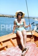 1975 BIKINI FEMME WOMAN BOAT ALGARVE PORTUGAL 35mm AMATEUR DIAPOSITIVE SLIDE Not PHOTO No FOTO B4935 - Dias