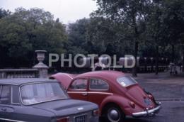 1968 PARIS RENAULT 8 VW VOLKSWAGEN BEETLE COCCILNELLE FRANCE 35mm AMATEUR DIAPOSITIVE SLIDE Not PHOTO No FOTO B4936 - Dias