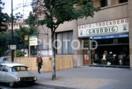1968 RADIO TROCADERO CITROEN DS PARIS FRANCE 35mm AMATEUR DIAPOSITIVE SLIDE Not PHOTO No FOTO B4938 - Dias