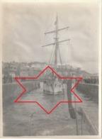 Photo Août 1912 - Départ De GRANVILLE Pour Les Iles Chausey, Terre-Neuvien De Paimpol En Remorque (A215) - Granville