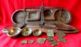 ANCIENNE BALANCE DE POCHE POUR MARCHAND D'OR OU MONNAIES . TREBUCHET . XIX° . Antique Small Scale To Weigh The Gold Coin - Outils