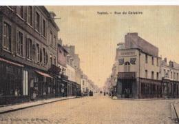 CPA  Yvetot (76)  Rue Du Calvaire  Belle Carte Toilée Colorisée En Parfait état Ed Vieillot épicier - Yvetot