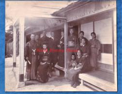 Photo Ancienne Avant Ou Vers 1900 - JAPON - Superbe Portrait De Famille Homme Femme Costume Enfant - Asia Japanese Japan - Fotos