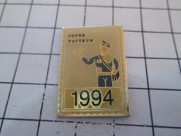 1019 Pin's Pins : BEAU ET RARE : Thème POSTES / TIMBRE-POSTE VOTRE FACTEUR 1994 - Mail Services