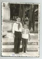 Boys Pose For Photo X55-271 - Persone Anonimi