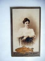 PHOTO CDV JEUNE FEMME ELEGANTE ROBE COIFFURE MODE  Cabinet PERRAGUIN A LE BLANC INDRE - Photos