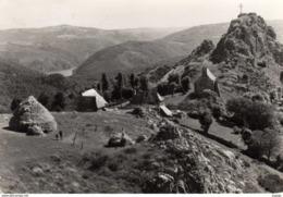 SARRANS   Le Sanctuaire Et Le Rocher De Turlande Au Loin Le Pont De Tréboul.  Carte Photo - Francia
