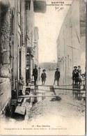 17 SAINTES - La Rue Désilles Pendant La Crue De 1904 - Saintes
