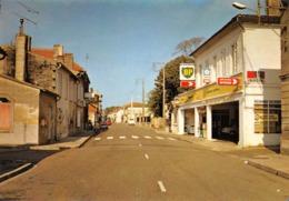 SAINT-DENIS-de-PILE - La Rue Principale - Station BP - Pompes à Essence - Vallée De L'Isle - France