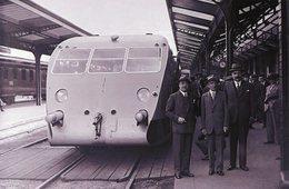 Automotrice Bugatti En Gare De Vichy En 1934    -  15x10cm  PHOTO - Stations With Trains