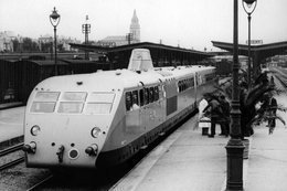 Autorail Bugatti  -  PLM - Gare De Vichy  -  15x10cms PHOTO - Stations With Trains