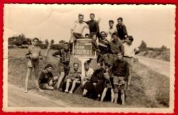 -- GROUPE De SCOUTS Avec Un PRÊTE / SUR LA ROUTE DE KERLOUAN  PLOUGUERNEAU (Finistère) -- - Foto