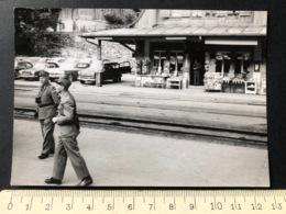 Soldaten/Militär Wiedersehen Beim Bahnhof Lauterbrunnen Photopress Zürich - Orte