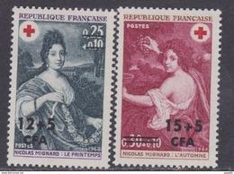 Réunion N° 381 / 82  X Au Profit De La Croix Rouge : Les 2 Valeurs Surchargées CFA, Trace De Charnière Sinon TB - La Isla De La Reunion (1852-1975)