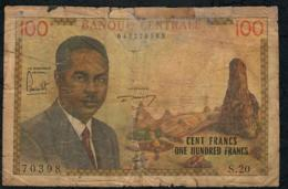 CAMEROUN P10 100 FRANCS 1962 Signature 1A  VG Tape - Camerún