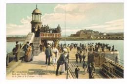 CPA. Guernsey. St Pierre Port. La Jetée Et Le Château Cornet   (M.277). - Guernsey