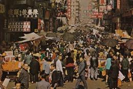 HONG KONG KOWLOON STREET MARKET OLD POSTCARD USED W STAMPS 1977 - Cina (Hong Kong)