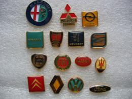 Lot De 15 Pin's Sur Les Emblemes De Marques De Voitures - Pins