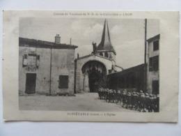 Cpa, Trés Belle Vue Animée, Noirétable, Loire, L'église, Colonie De Vacances Notre Dame De La Guillotière Lyon. - Noiretable