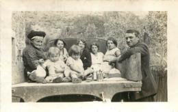 FAMILLE A L'ARRIERE D'UN CAMION PHOTO ORIGINALE FORMAT 12 X 7.50 CM - Lieux