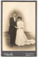 Photo Javelle, Le Plessis-Robinson, Junges In Die Kamera Blickendes Brautpaar - Persone Anonimi
