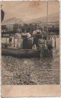 Fotografia Cm. 8,4 X 13,6 Con Gruppo Di Gitanti. Retro: Torbole (Trento, Lago Di Garda) Agosto 1942 - Lugares